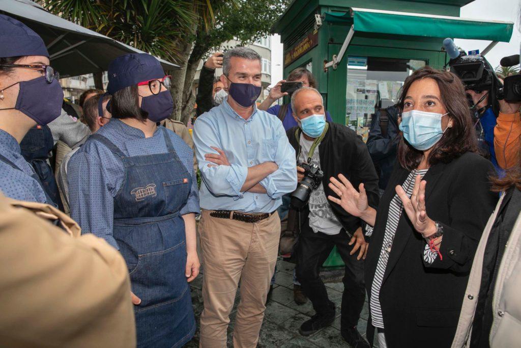 Visita inaugural a El Quiosco de Down Experience de la alcaldesa, Inés Rey, la concejala de Benestar Social, Yoya Neira