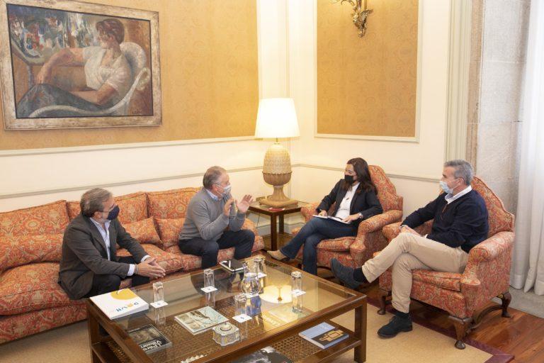 Recepción da alcaldesa Inés Rey a Ricardo Santos Rodríguez, Manuel Álvarez Esmorís e Manuel Rego Vecino, presidente, vicepresidente e director executivo da entidade coruñesa Down Coruña / CONCELLO DA CORUÑA